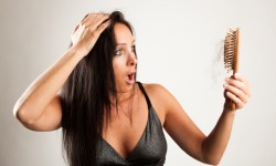 11 cattive abitudini che rovinano i tuoi capelli